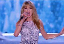 """- victorias secret fashion show taylor swift trouble 220x150 - Victoria's Secret fashion show – Taylor Swift """"Trouble"""""""