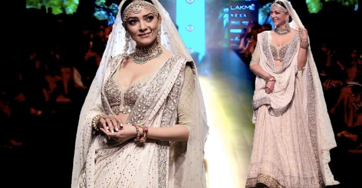 Sushmita Sen Walks For Kotwara | Spring/Summer 2018 | Lakme Fashion Week