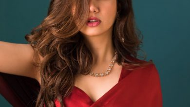 Mahira khan, Saree look, Red saree, sexy look, gorgeous